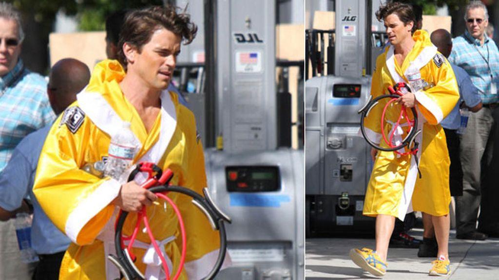 Matt Boomer con un llamativo amarillo