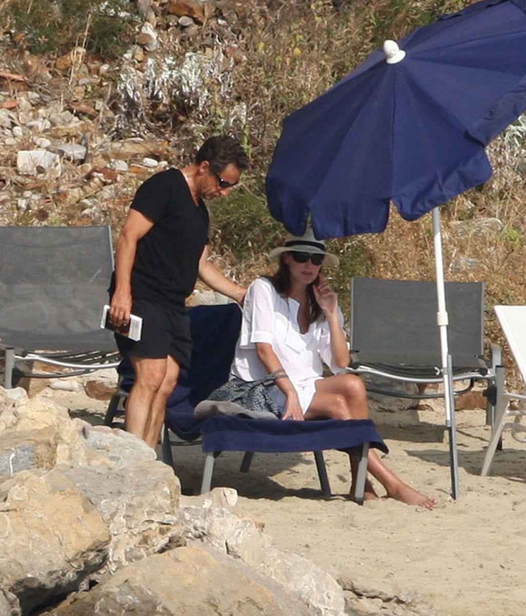 El empalago estival de Carla Bruni y Sarkozy