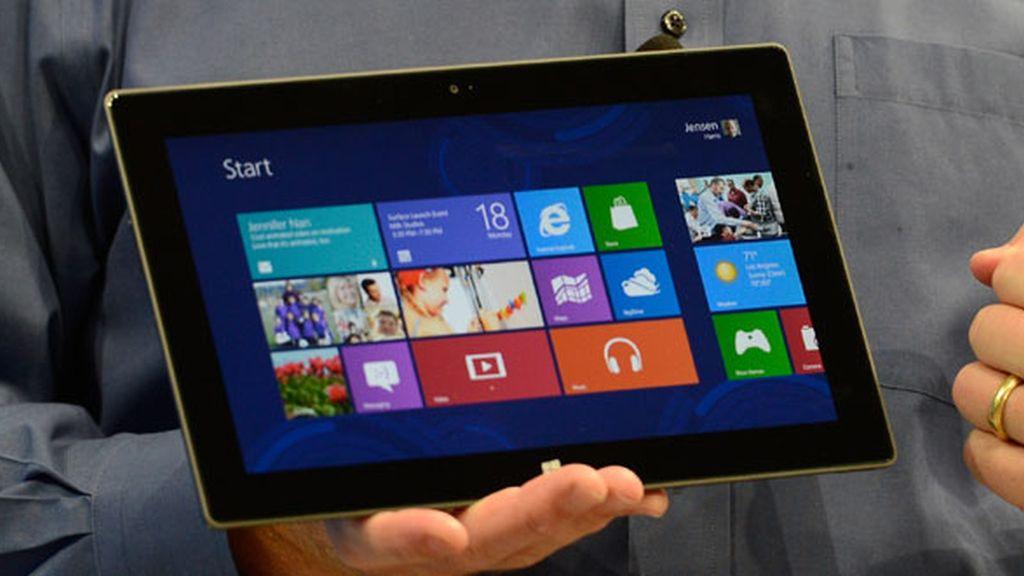 El Surface usa el sistema operativo Windows 8 y tiene una pantalla de 10 pulgadas.