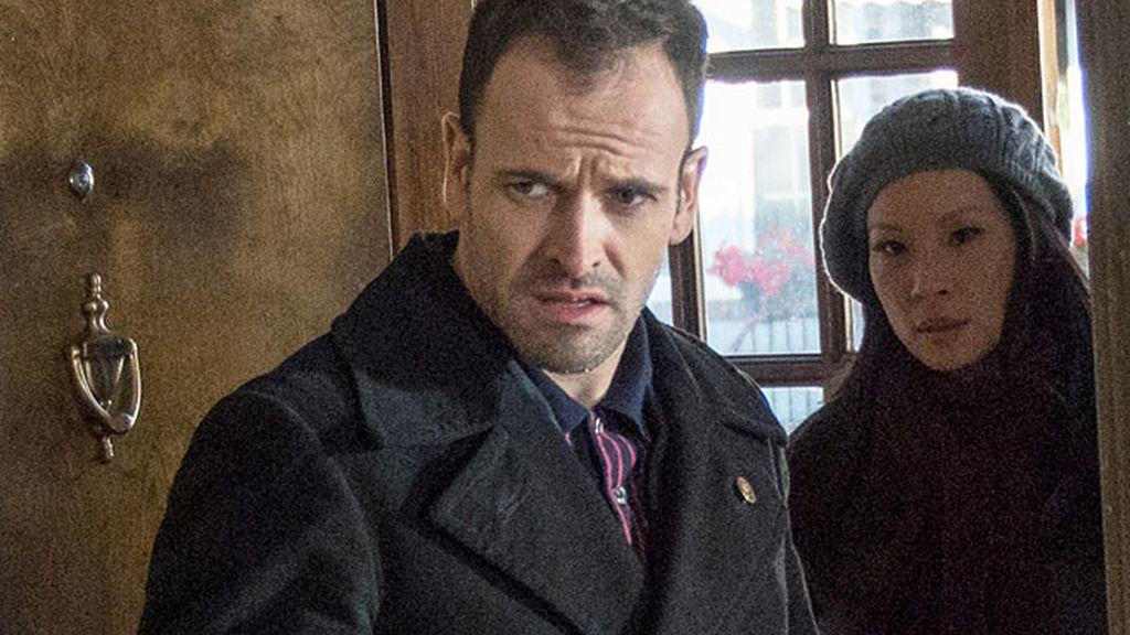 Sherlock se ve obligado a trabajar junto a Kathryn Drummond