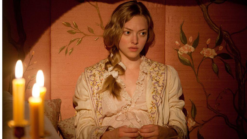 El personaje de Cosette se define por elegantes vestidos, colores neutros y delicados tejidos