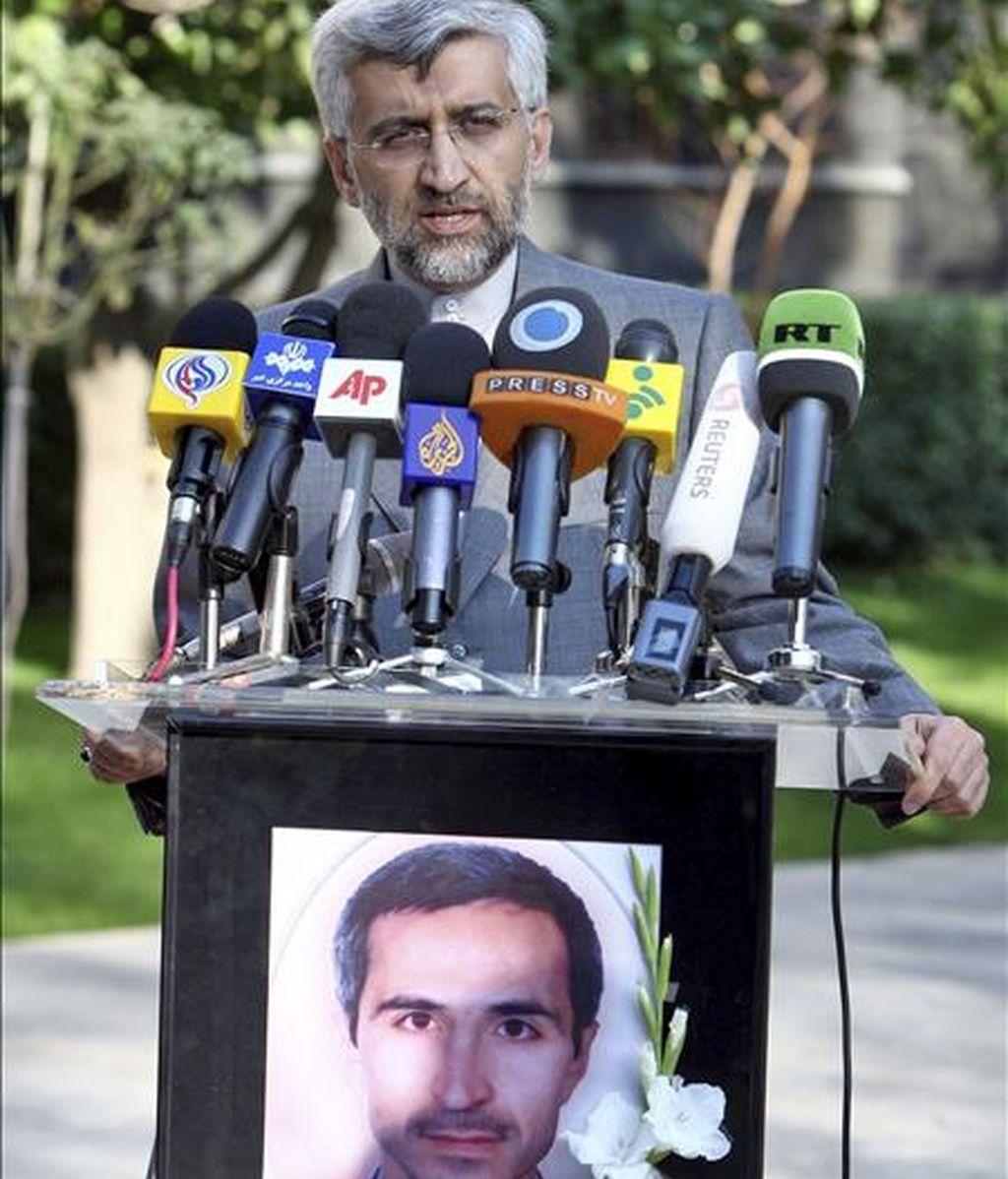El negociador jefe iraní, Said Jalili, ofrece una rueda de prensa en Teherán (Irán). Jalili asegura que los derefchos nucleares de Irán no son negociables y que por lo tanto este tema no debería ser tema de discusión en Ginebra el próximo 6 de diciembre con los países del 5 (los cinco miembros del Consejo de Seguridad de la ONU -EEUU, Rusia, China, Reino Unido y Francia- además de Alemania) que serán representados por la Unión Europea. EFE