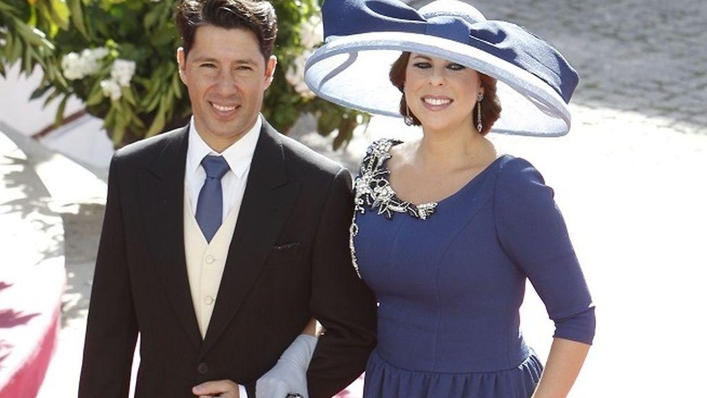 La cantante Pastora Soler, quien recientemente ha sido madre, llegó del brazo de su marido
