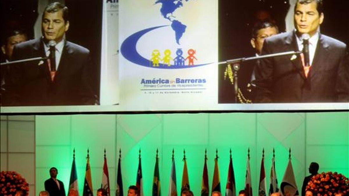 """El presidente de Ecuador, Rafael Correa, inagura el primer encuentro de vicepresidentes por la democracia y la solidaridad """"América sin Barreras"""" en la Casa del Hombre, en Quito. EFE"""