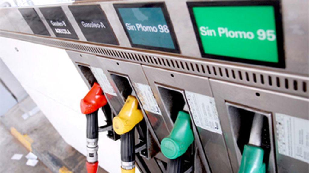 El litro de gasolina con la nueva bajada cuesta 1,461 euros y cae un 4% con respecto al récord histórico de 1,522 euros, alcanzado en la última semana de agosto.