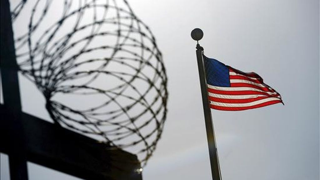 El presidente Barack Obama criticó la cláusula 1032 de la ley de gastos de defensa, que prohíbe el uso de fondos federales para el traslado de reos del centro penal de EE.UU. en Guantánamo (Cuba) para ser juzgados en suelo estadounidense. EFE/Archivo