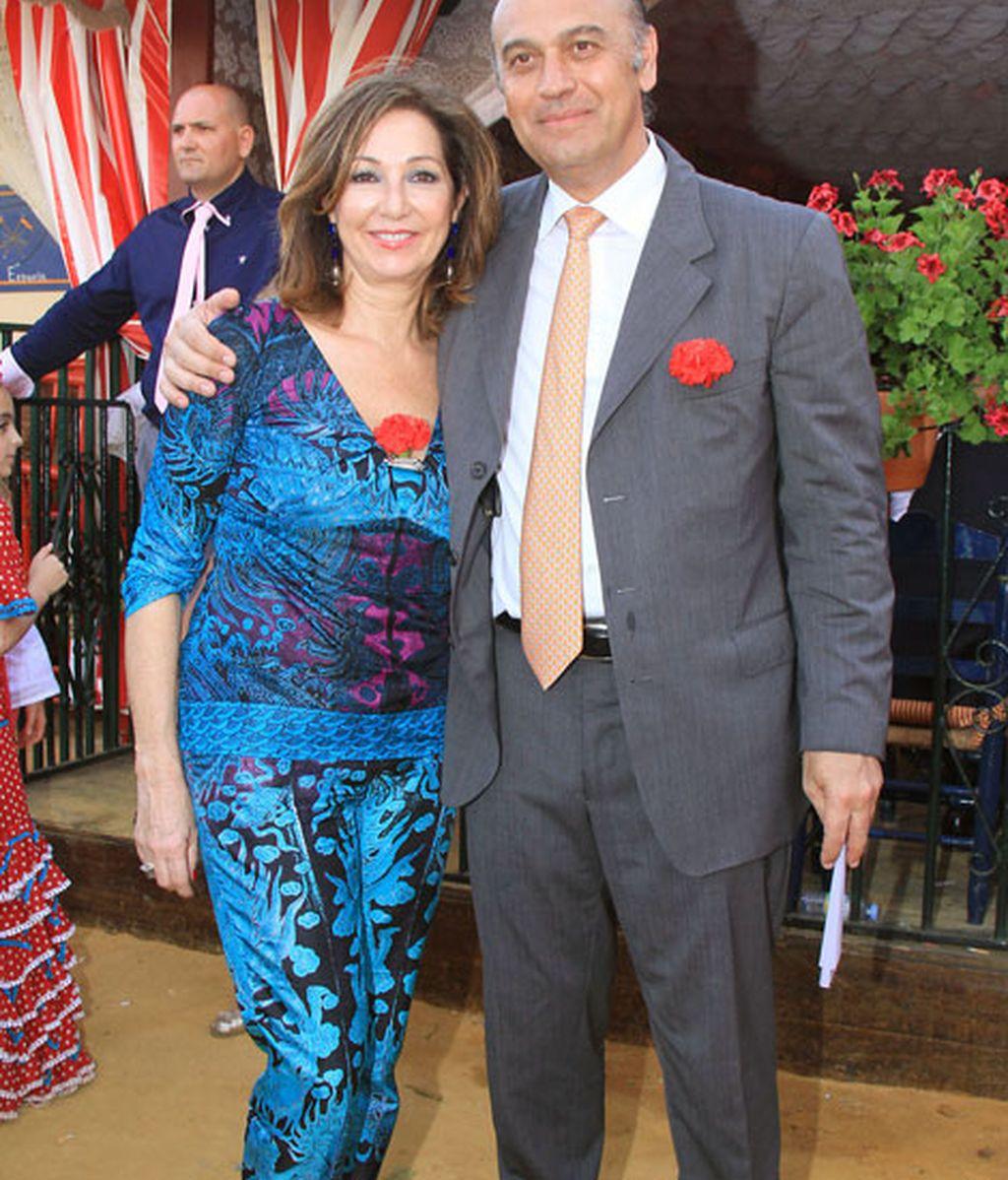 Ana Rosa Quintana compartió con su marido, Juan Muñoz, un clavel rojo