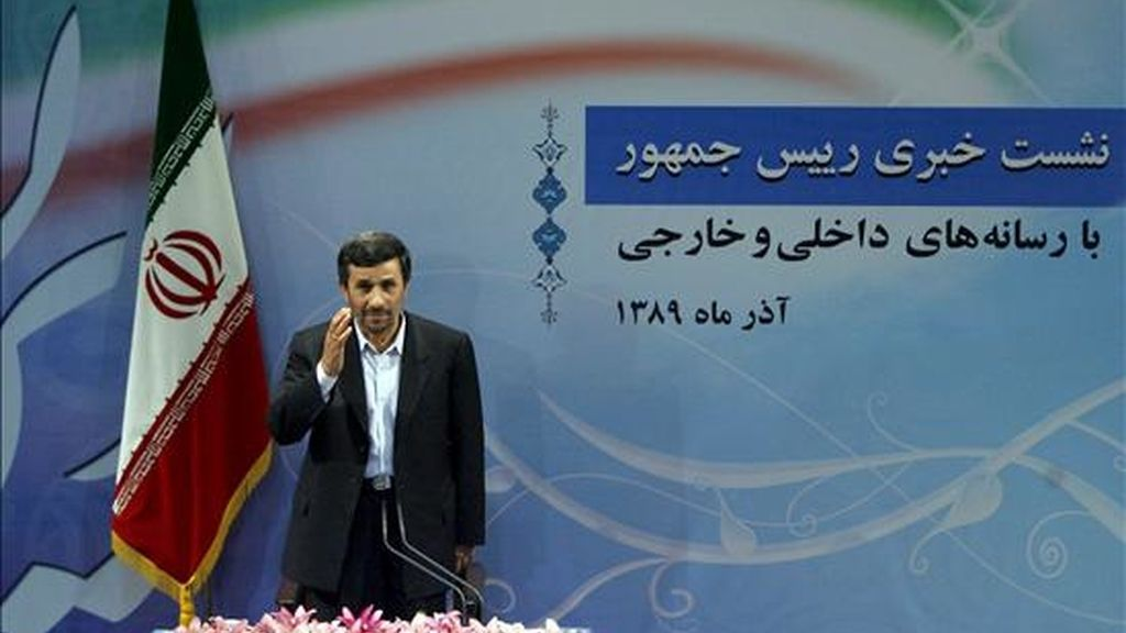 El presidente iraní, Mahmud Ahmadineyad, a su llegada a una rueda de prensa en Teherán (Irán), el 29 de noviembre de 2010. EFE/Archivo