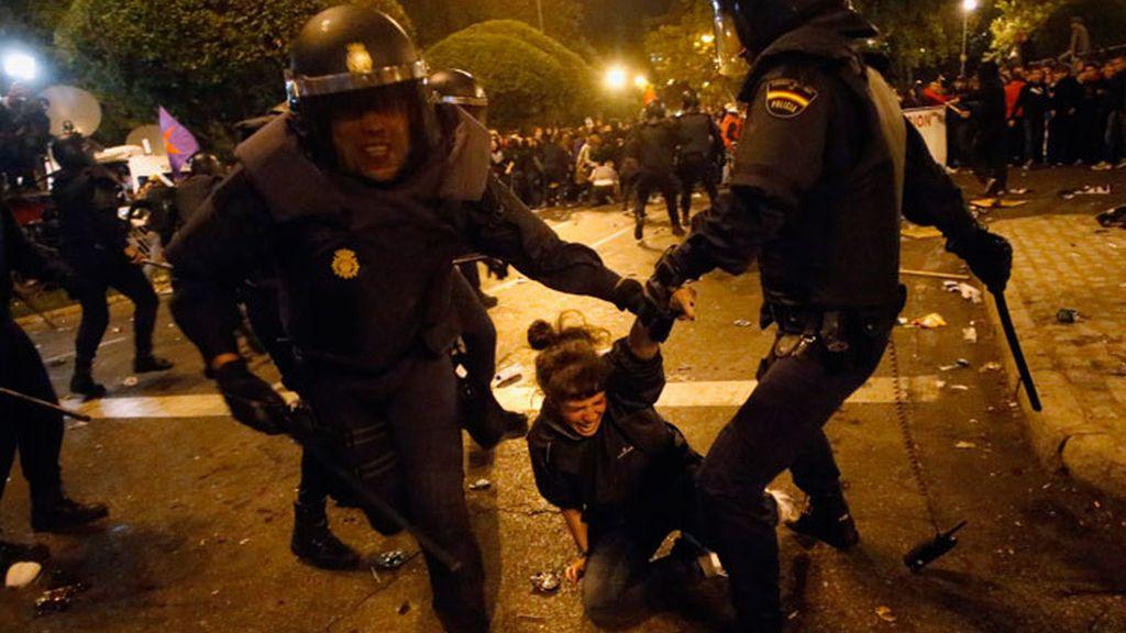 Cargas policiales en los alrededores del Congreso de los Diputados