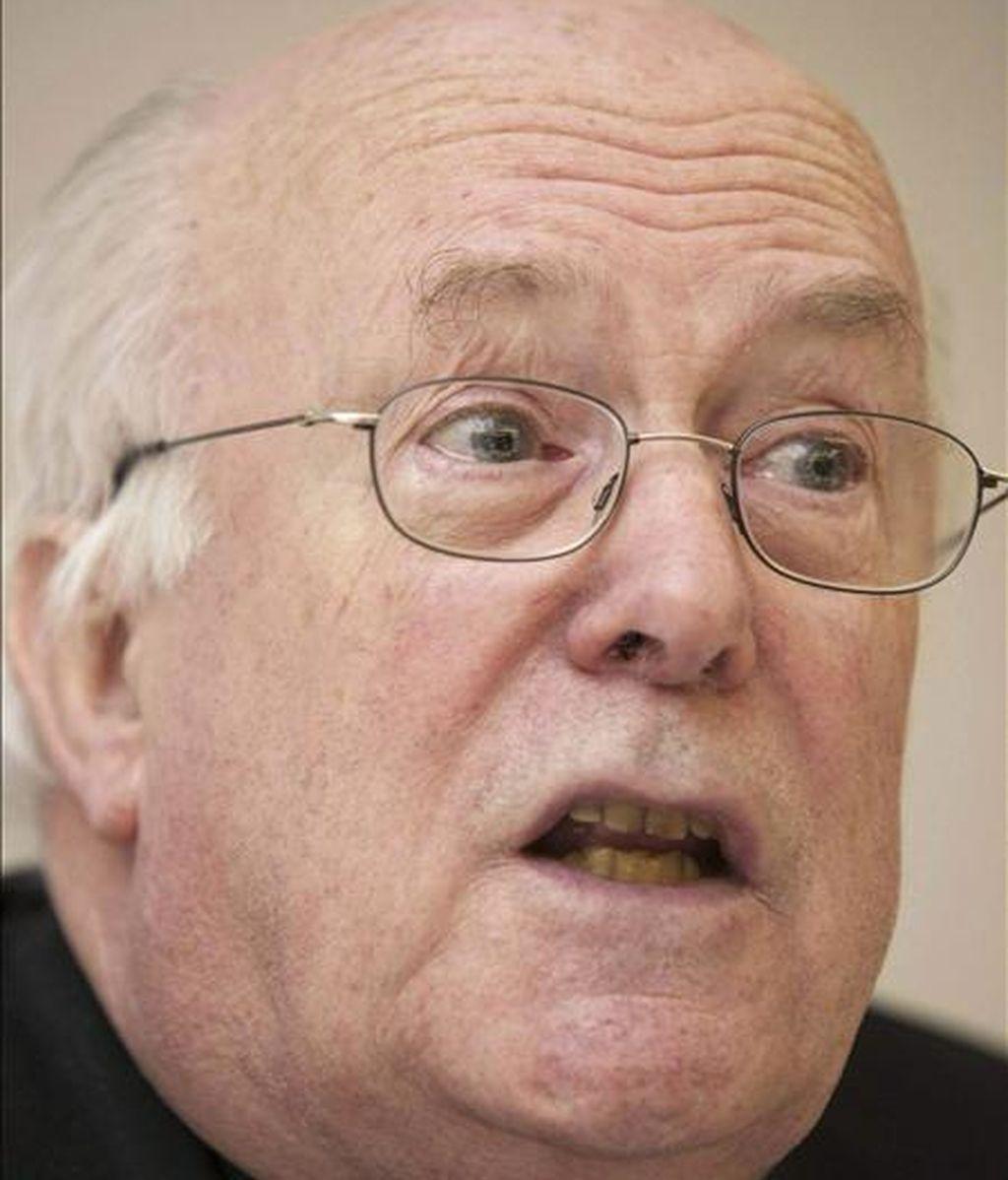 El cardenal de Bruselas, Godfried Danneels, durante la rueda de prensa en la que informó sobre la dimisión del obispo de Brujas (Bélgica), Roger Joseph Vangheluwe, el pasado día 24. EFE/Archivo