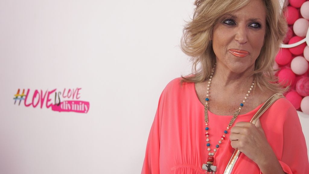 Lidia Lozano, de rosa
