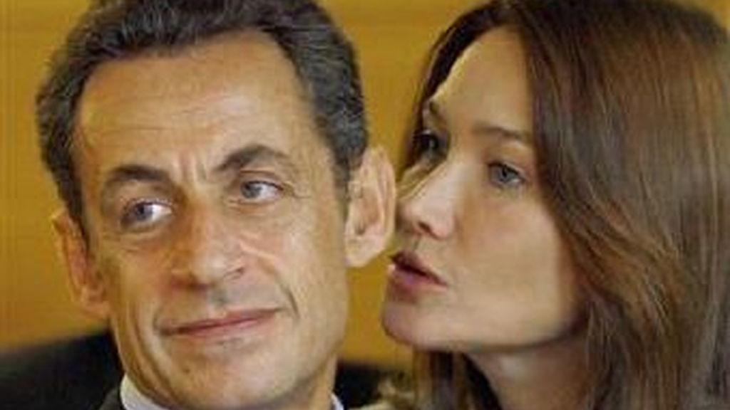 Los rumores de crisis entre Sarkozy y Bruni circulan en la prensa francesa. Foto archivo AP