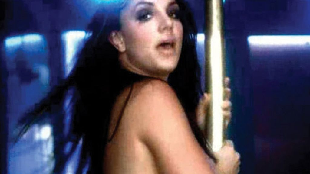 Britney, en topless