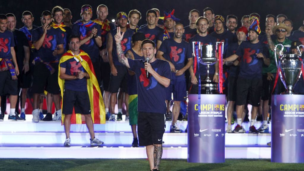 Barcelona celebra con sus héroes la 'quinta'