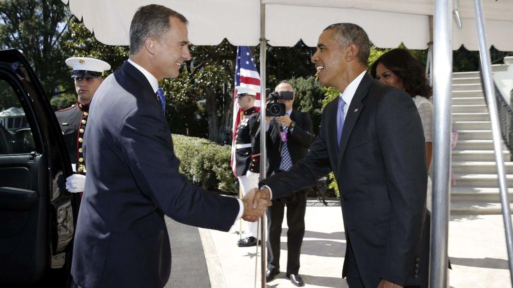 El rey Felipe VI saluda al presidente norteamericano, Barack Obama