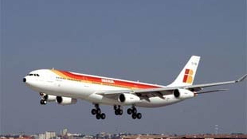 Imagen de archivo de un avión de la compañía. Foto: EFE.