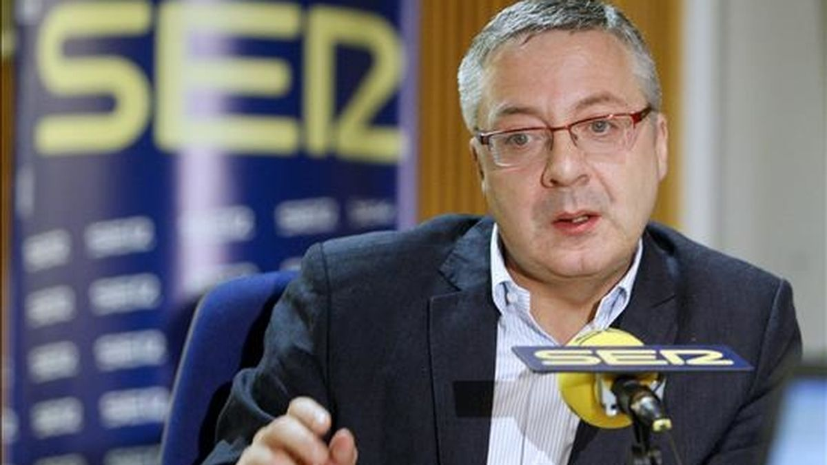 """El ministro de Fomento, José Blanco, durante la entrevista concedida hoy al programa """"Hoy por Hoy"""", de la Cadena SER. EFE"""