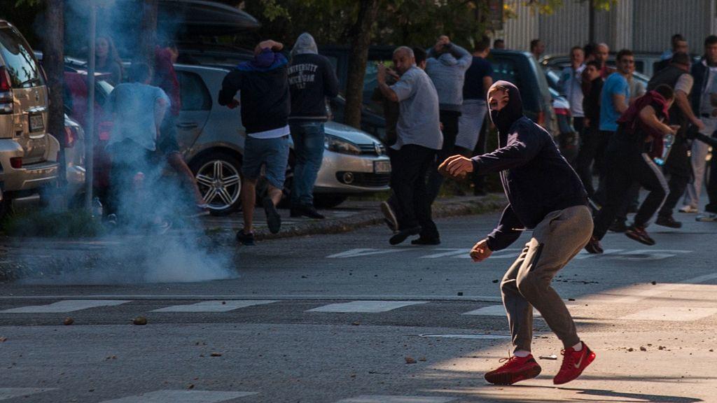 Enfrentamientos entre policías y manifestantes antigays en Montenegro