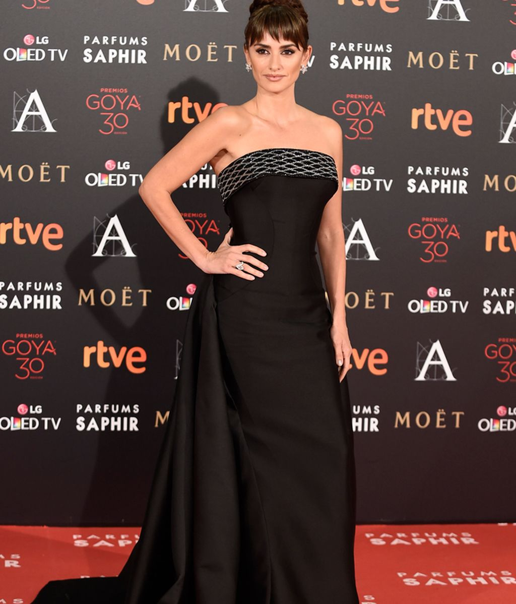 Penélope Cruz vestida de Versace Atelier