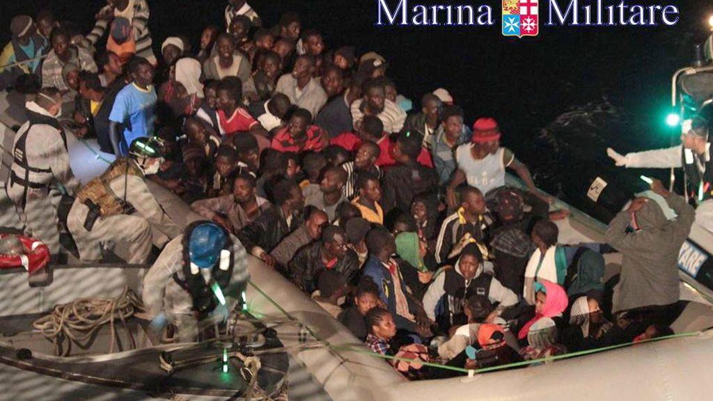 Diez inmigrantes ahogados y más de un millar rescatados en las costas italianas en las últimas horas