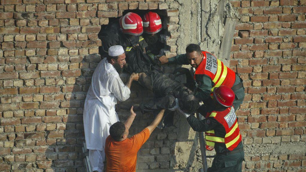 decenas de muertos en un incendio en una fábrica de Karachi en Pakistán