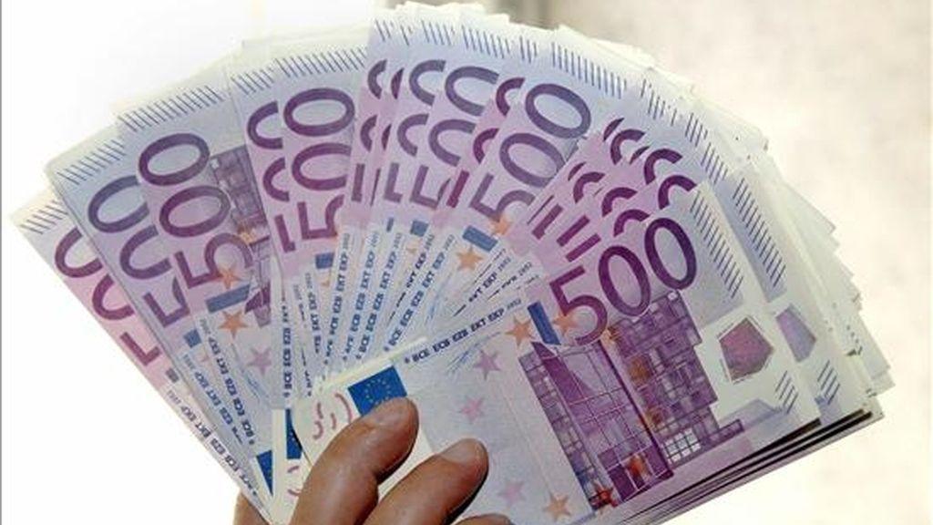 Un fajo de billetes de 500 euros. EFE/Archivo