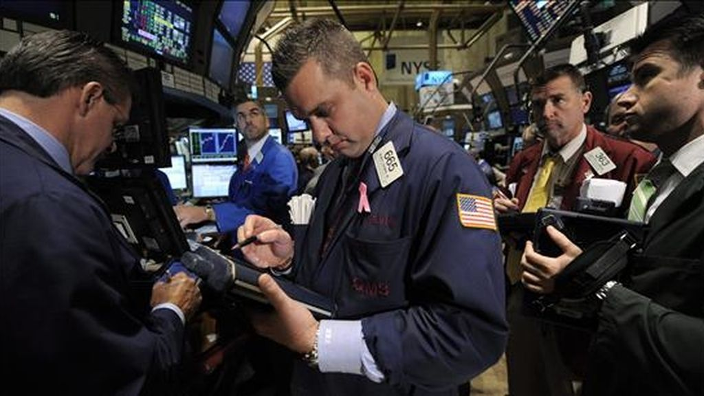En estos tres días que van del 2011 bursátil, el Dow Jones de Industriales ha subido un 1,26%, después de haber anotado hoy un avance del 0,27% que se suma al también modesto incremento del 0,18% del martes, y el del 0,81% del lunes. EFE/Archivo