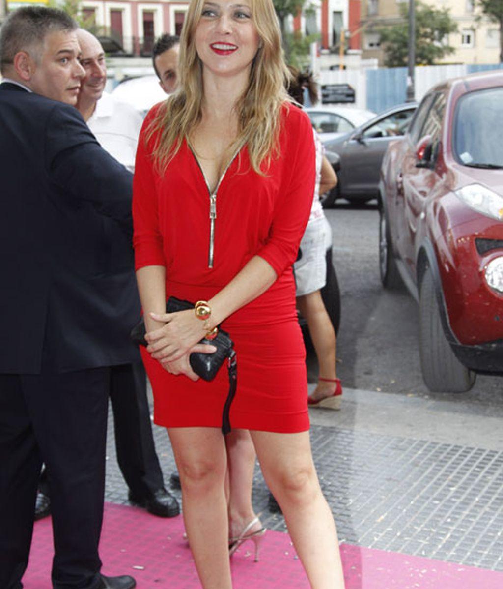 La actriz Pilar Castro, con un atrevido vestido rojo