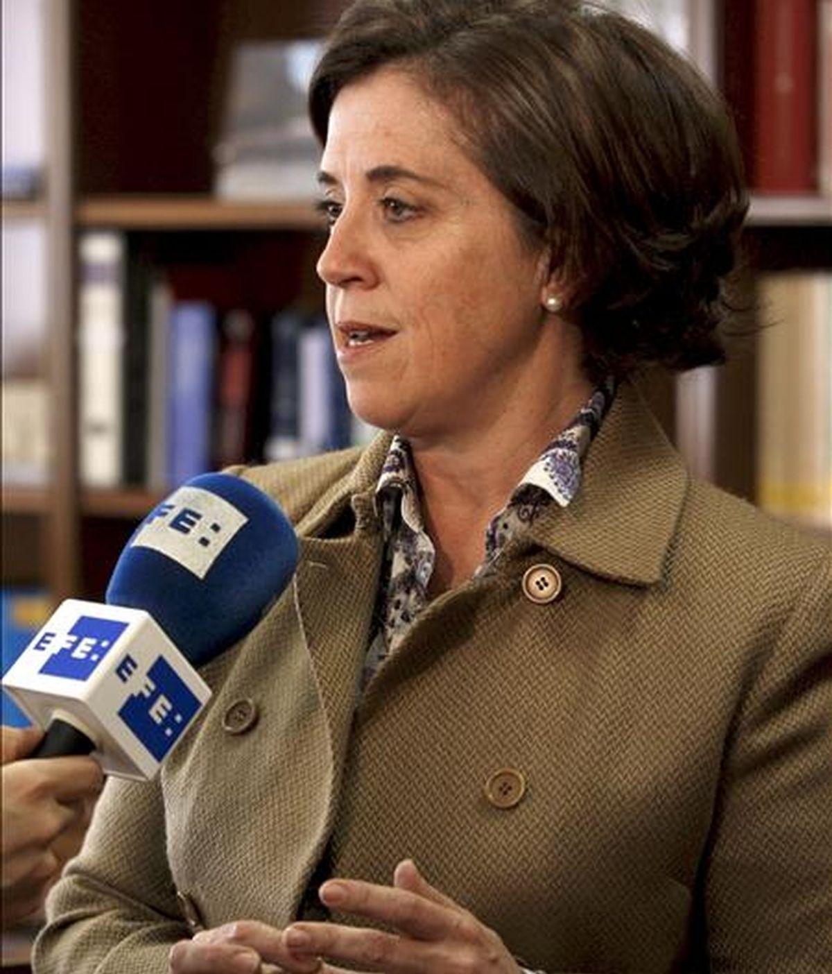 La directora de Gestión Tributaria del Ministerio de Hacienda, Dolores Bustamante, hace declaraciones a Efe para hablar sobre el comienzo, la pasada medianoche, de la campaña del Impuesto de la Renta de las Personas Físicas (IRPF) correspondientes al ejercicio 2009, en el que la Agencia Tributaria tramitará al día alrededor de 350.000 borradores. EFE