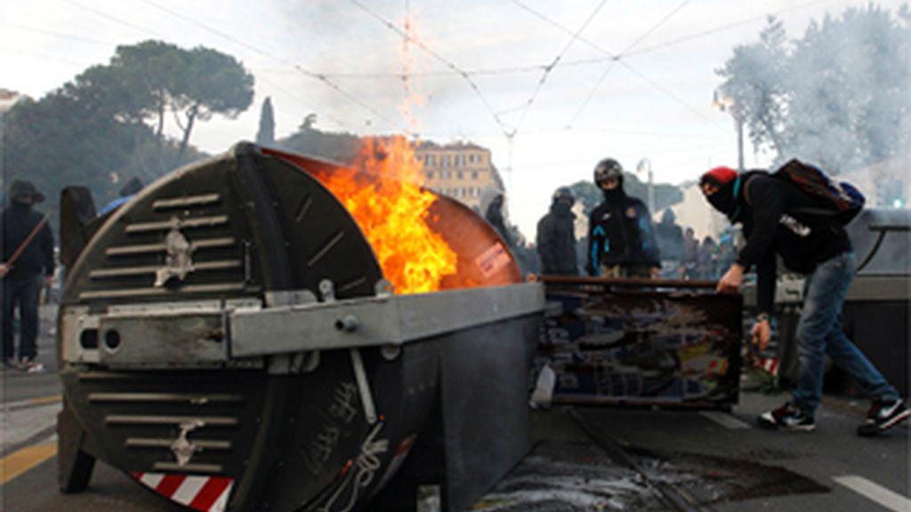 Los disturbios toman las calles de Roma en las protestas contra el Gobierno de Berlusconi