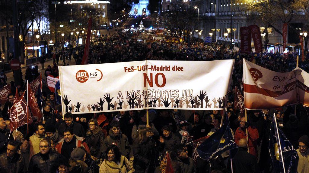 Miles de funcionarios recorren las calles de Madrid en protesta contra los servicios públicos