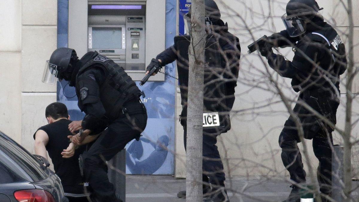 El hombre que ha tomado varios rehenes en una oficina postal en Francia ha sido detenido