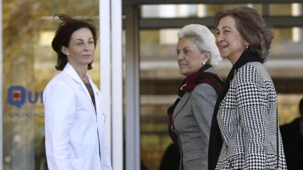 La Reina, en el hospital donde el Rey está siendo operado