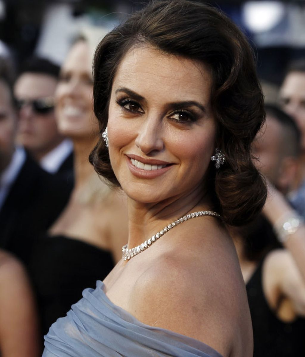 Los looks de los españoles convencen en los Óscar