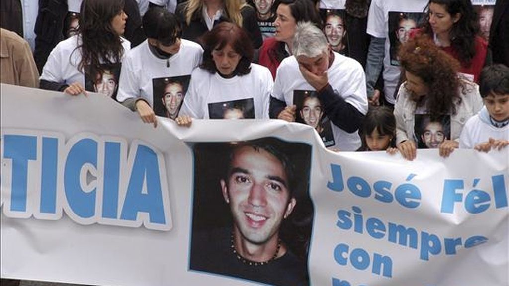 Una manifestación convocada por el Ayuntamiento de Sonseca y los familiares y amigos de José Félix García-Ochoa, fallecido el pasado año tras más de un mes en estado de coma a consecuencia de la brutal paliza por parte de tres jóvenes de la localidad. EFE/Archivo