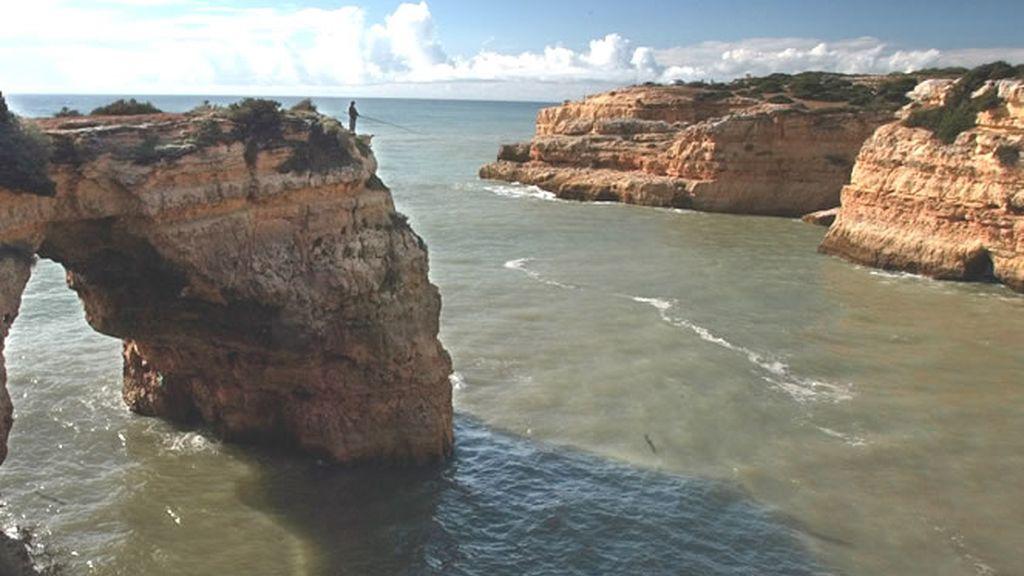 Maravillosas vistas de un acantilado en el Algarve portugués