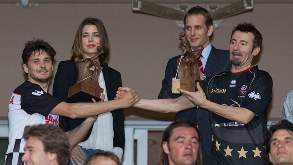 Carlota y Andrea Casiraghi entregaron los premios a los jugadores