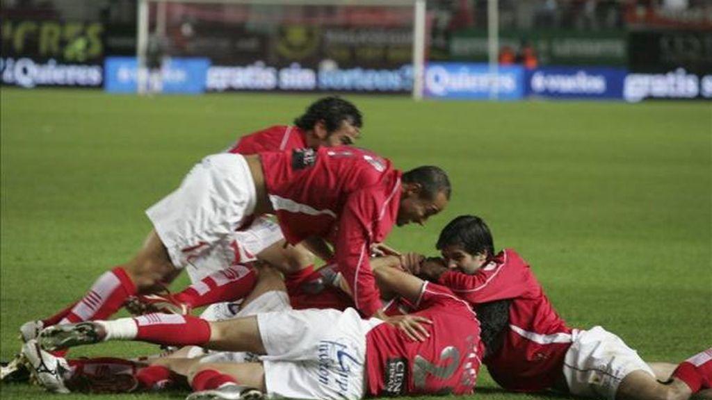 Los jugadores del Real Murcia celebran un gol