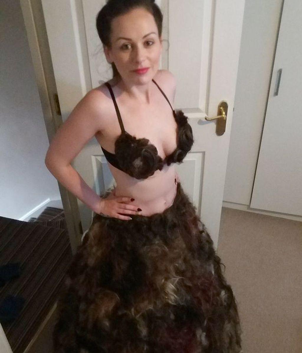 El vestido que ni Lady Gaga se pondría, hecho a partir de donaciones de vello púbico