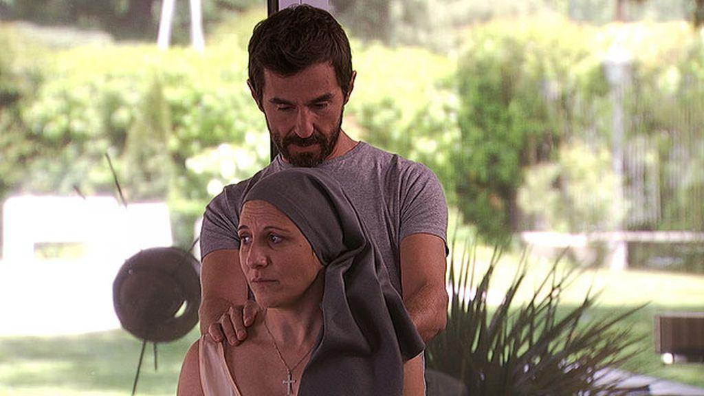 Sor Blanca acude a la consulta de Pablo porque sufre constantes y extrañas contusiones