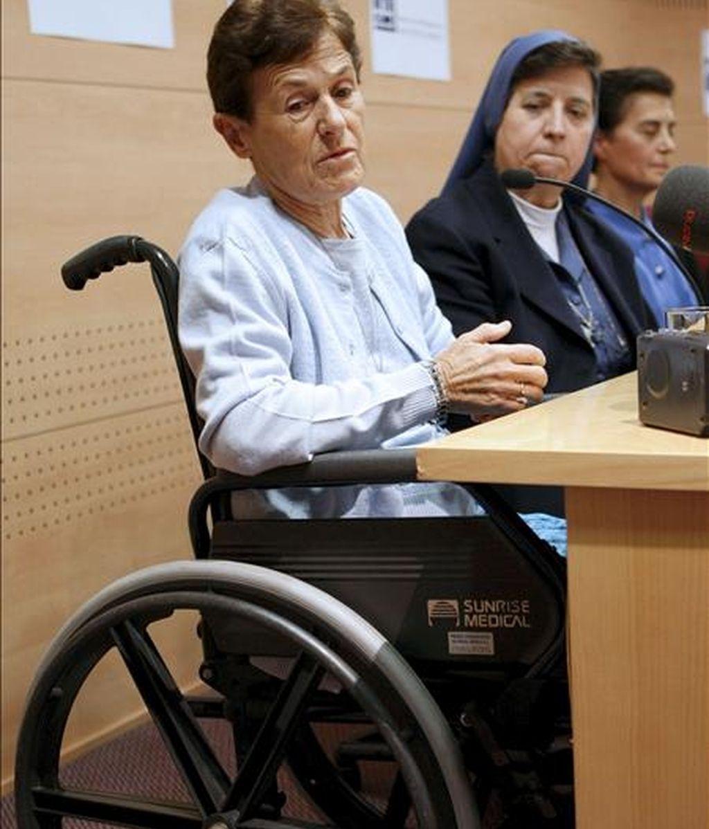 Imagen de la monja misionera burgalesa Presentación López Vivar (i), que el pasado octubre perdió las dos piernas a causa de la explosión de una bomba durante su misión en Rutshuru (El Congo). EFE/Archivo