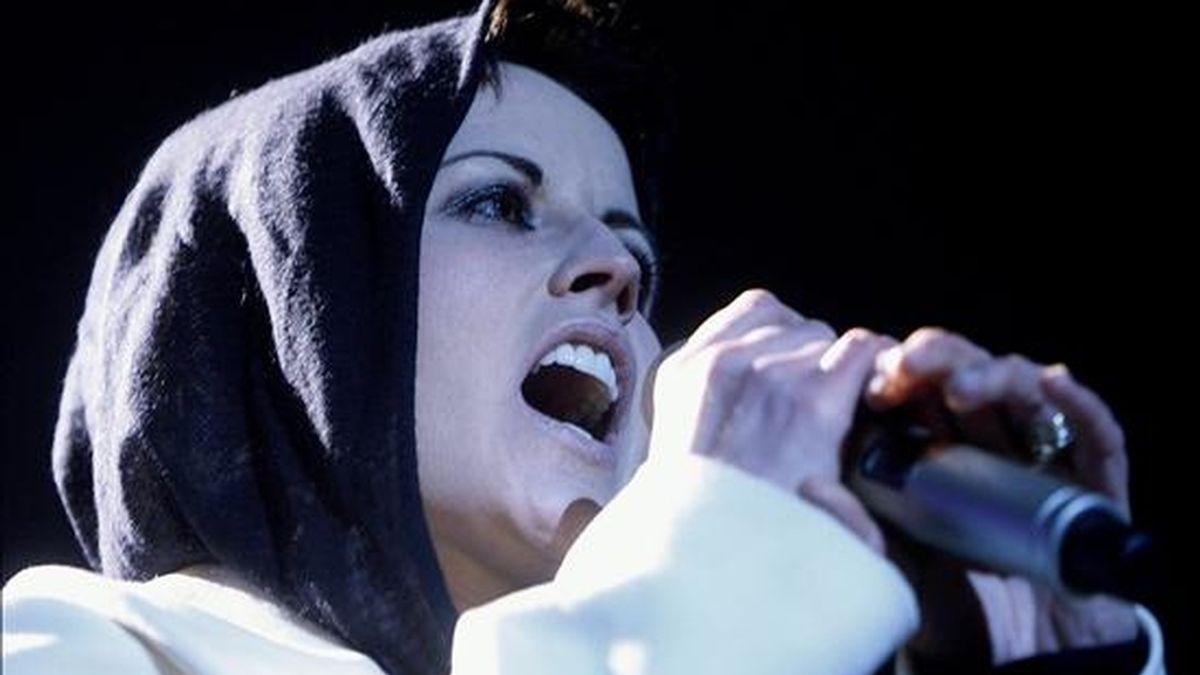 """Dolores O'Riordan, cantante del grupo irlandés """"The Cranberries"""", durante un concierto ofrecido en el Palacio de Vistalegre, en Madrid. EFE/Archivo"""