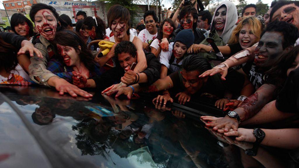 Chomsky desvela la naturaleza del temor al 'apocalipsis zombi' en EEUU