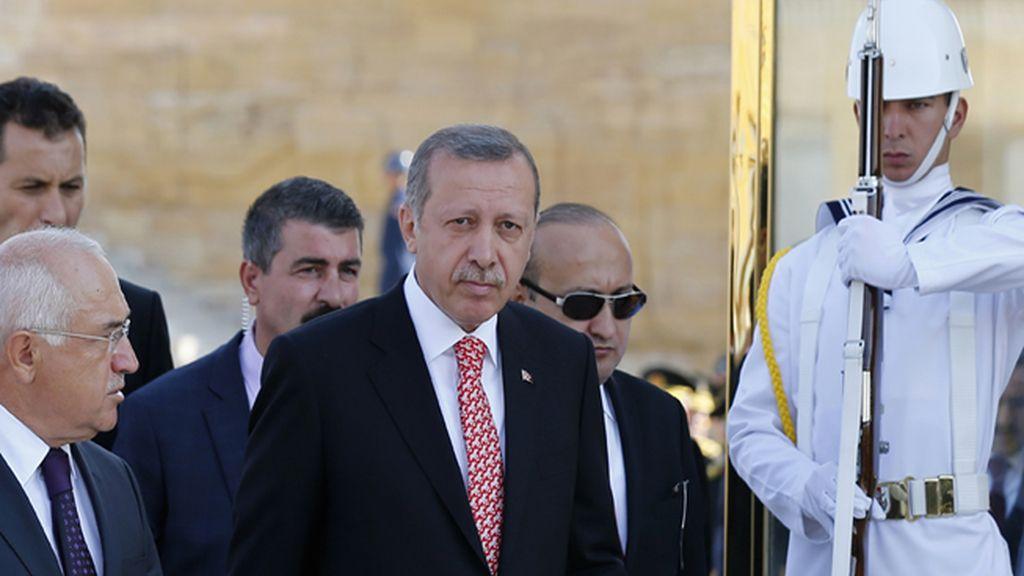 """Erdogan aboga por una intervención para derrocar a Al Assad en lugar de una acción """"limitada"""""""