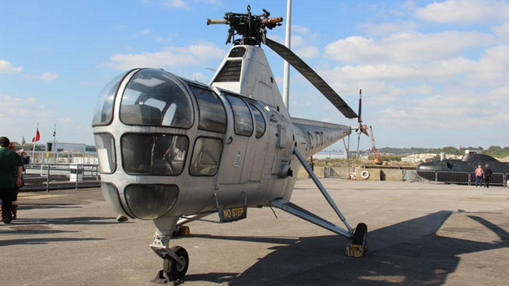 Un helicóptero naval digno del agente 007