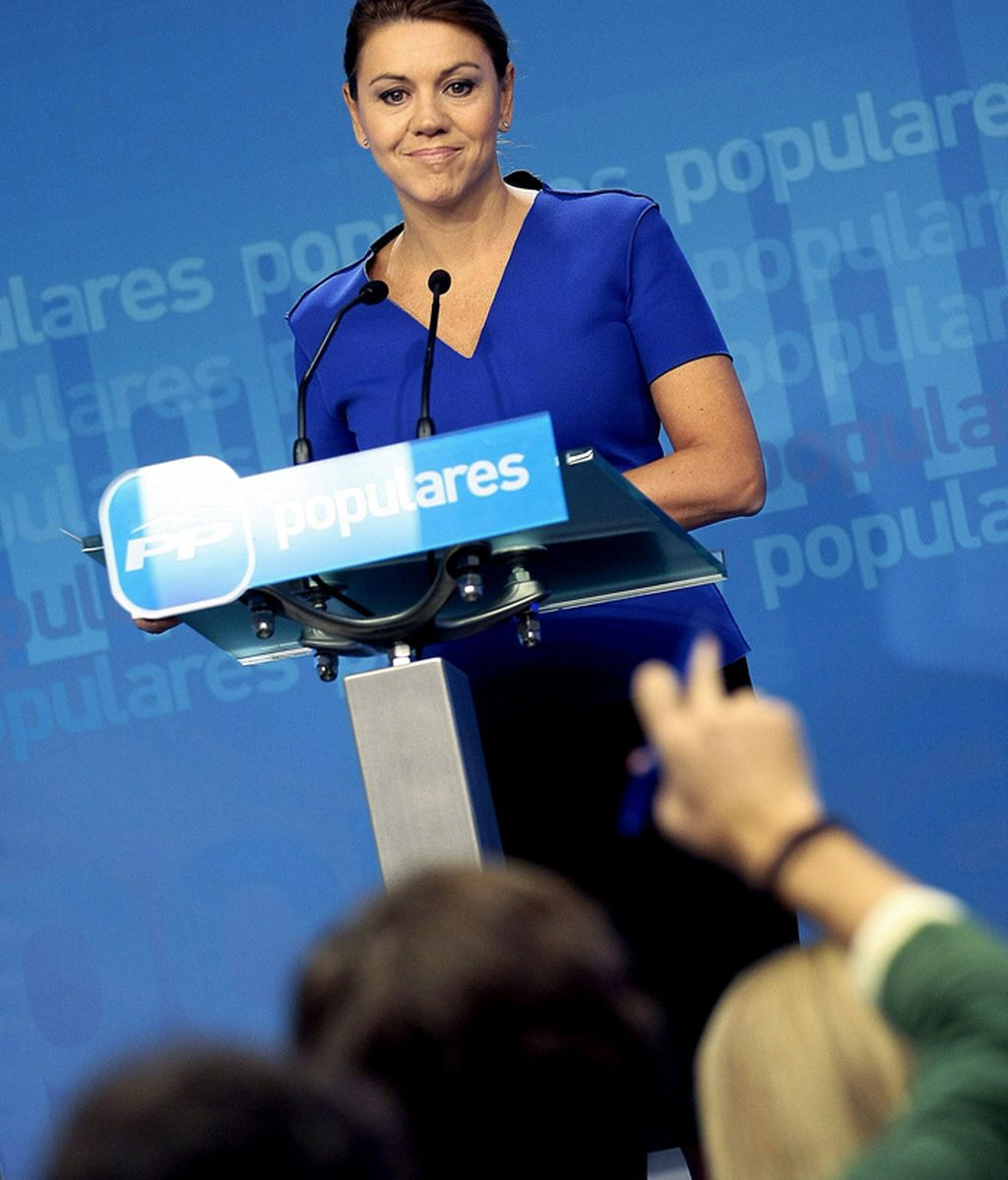 La secretaria general del partido, María Dolores Cospedal, durante la rueda de prensa que ha ofrecido en la sede madrileña