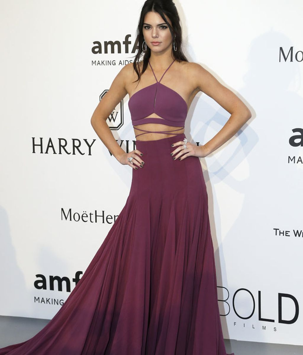 Kendall Jenner paseó la kilométrica cola de su vestido de Calvin Klein Collection