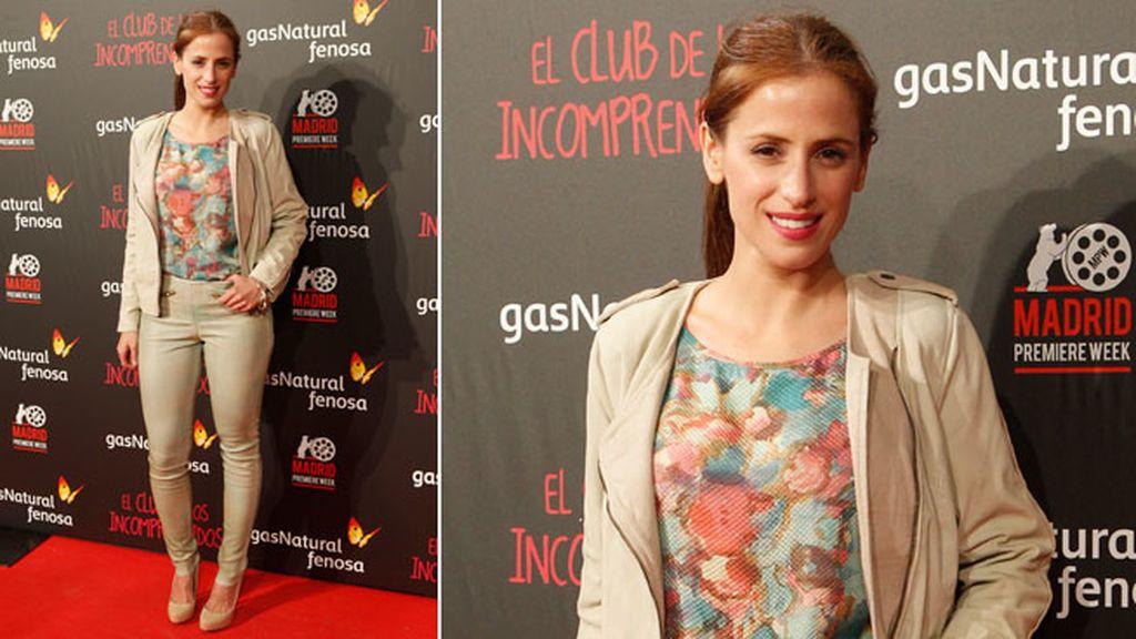 La actriz Sara Ballesteros también apostó por un traje de chaqueta y pantalón