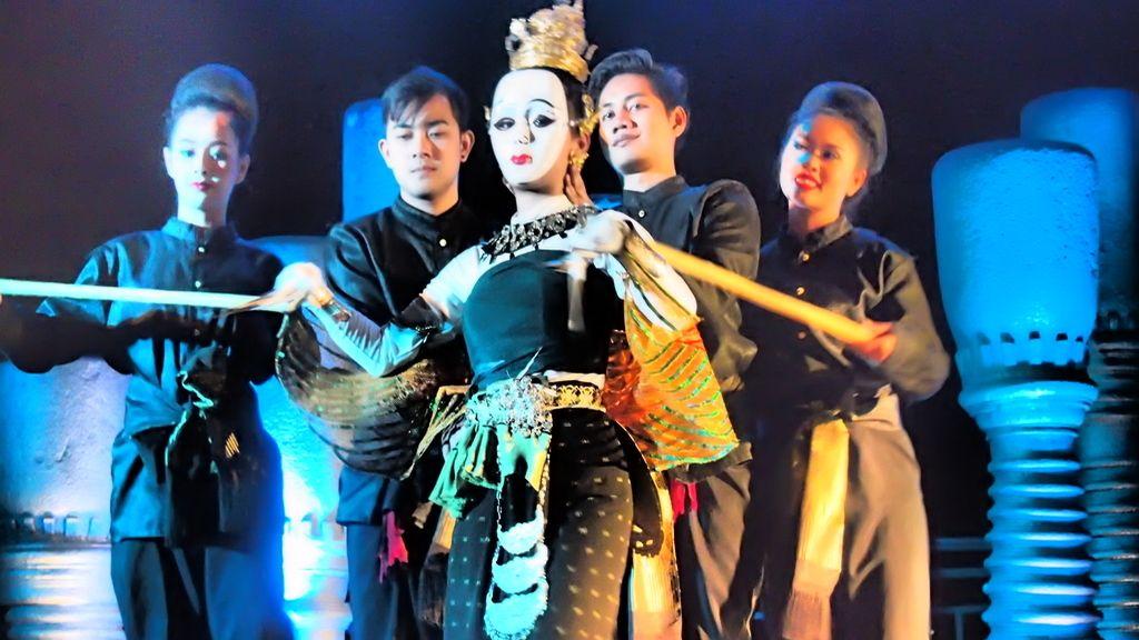 Mujer o marioneta en el Anantara Riverside Hotel