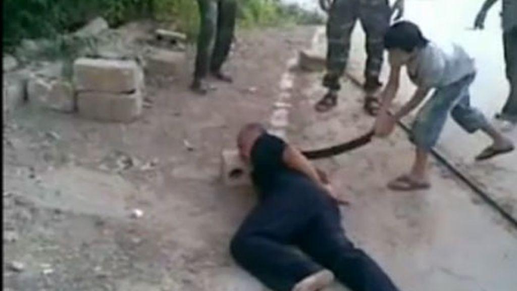 Niño decapita hombre, Siria violencia niño verdugo